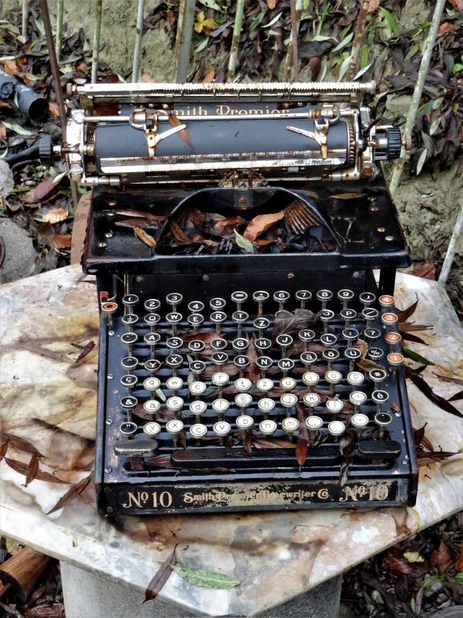 typewriter-4231349_1920